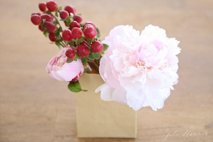 http://julieblanner.com/wp-content/uploads/2015/04/diy-flower-arrangement.jpg