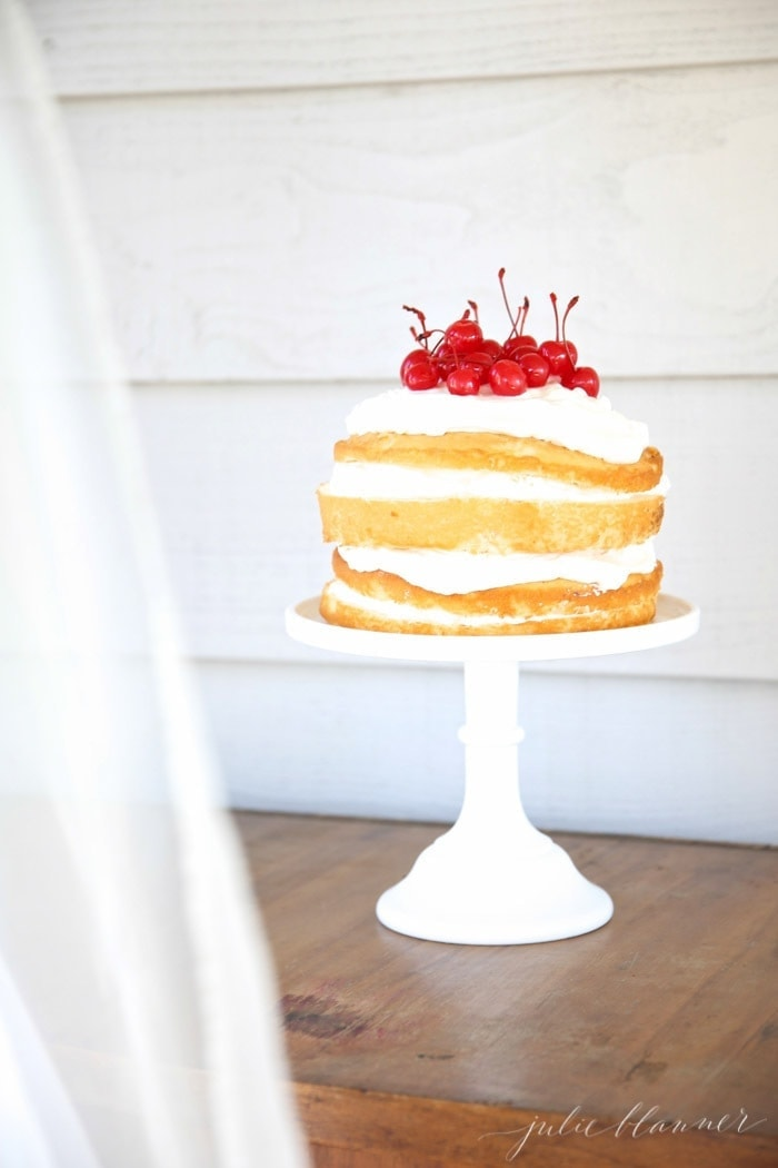 A step by step tutorial for an EASY 10 minute naked cream cake