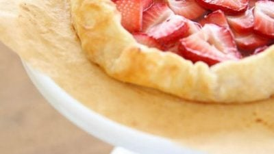 Beautiful 5 minute skinny strawberry tart recipe
