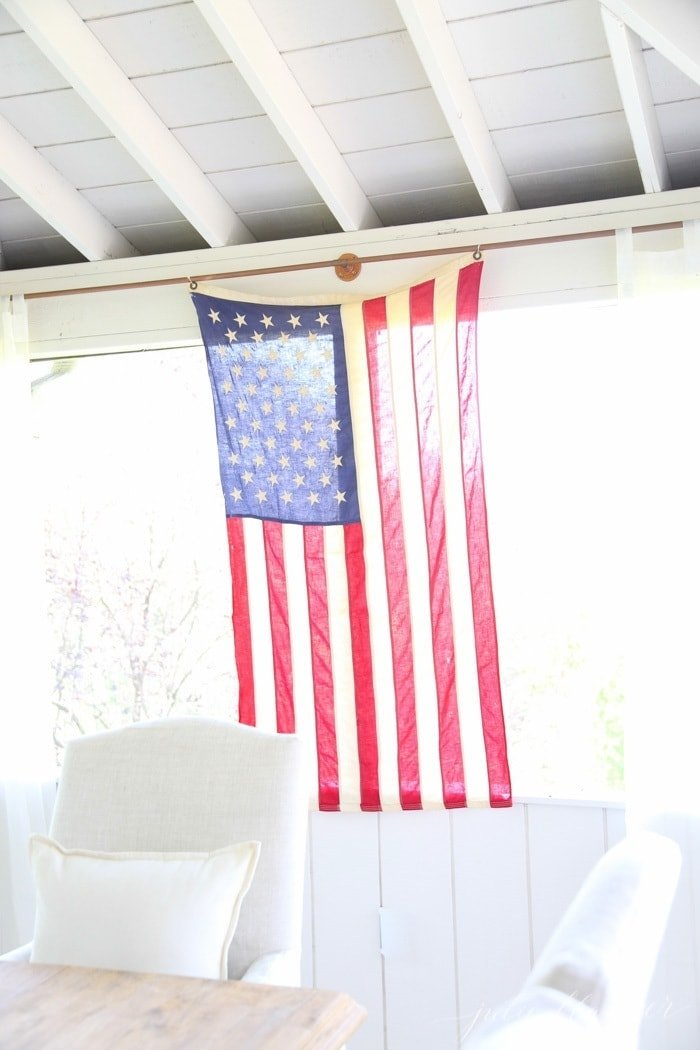 Simple patriotic 4th of July decorations with a touch of Americana. Entertain in style with these fourth of July decorations your guests won't forget.