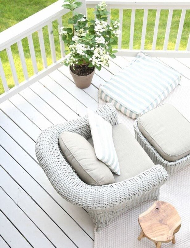 how to paint a deck Outdoor Living   Beautiful decor ideas and how to define your deck or patio as an outdoor living room