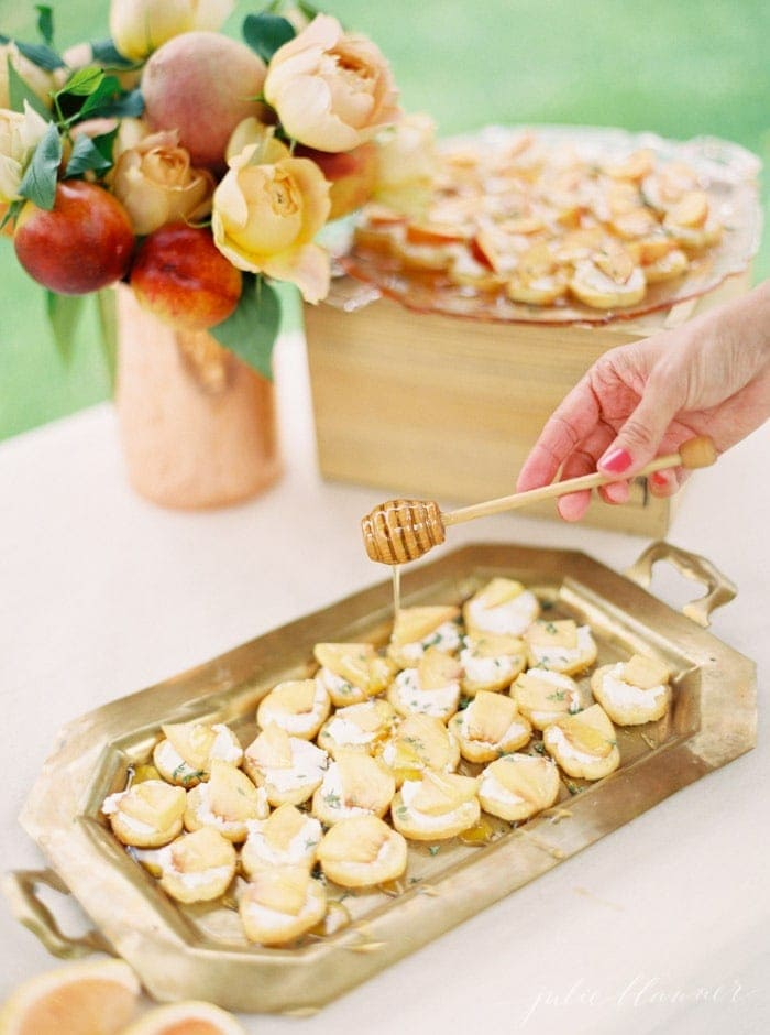 Peach Crostinis with honey ricotta | summer appetizer / snack