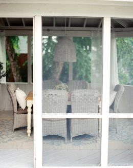 Screened In Porch outdoor dining room decor ideas | Photography: Clary Pfeiffer