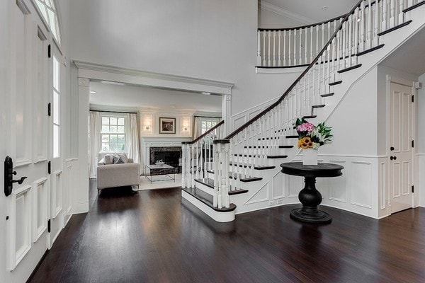 Vince Vaughn white mansion