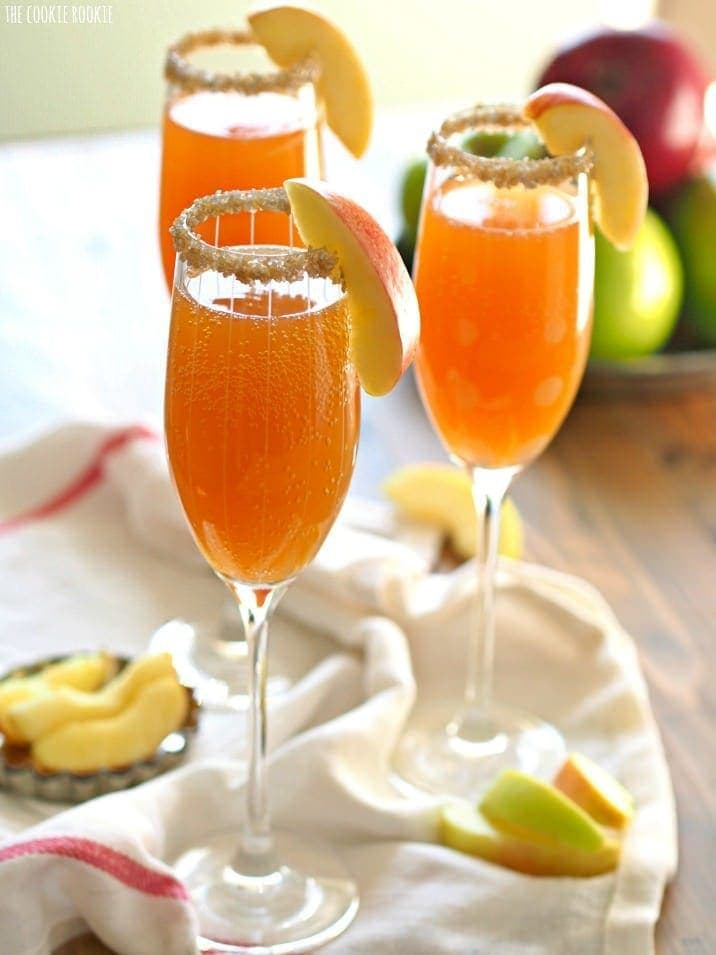 fall cocktail | 2 ingredient apple cider mimosa