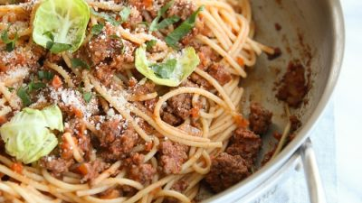 easy bolognese sauce recipe with spaghetti in skillet with text overlay