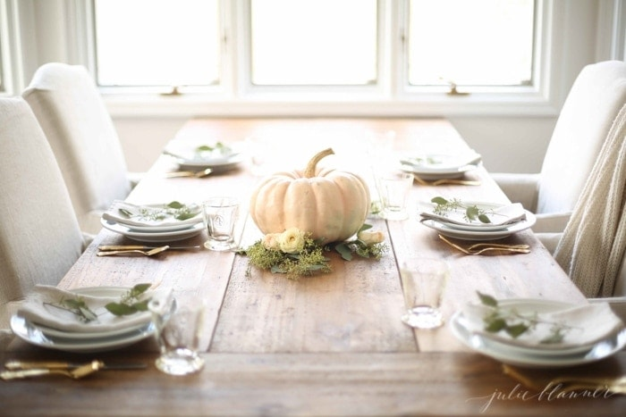 Easy Thanksgiving centerpiece and table setting
