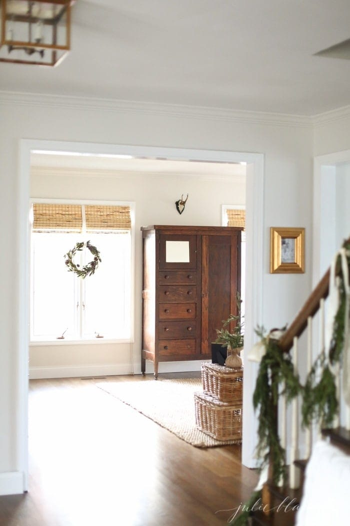 10 minute Christmas decorating ideas - hang a swag on a stairwell