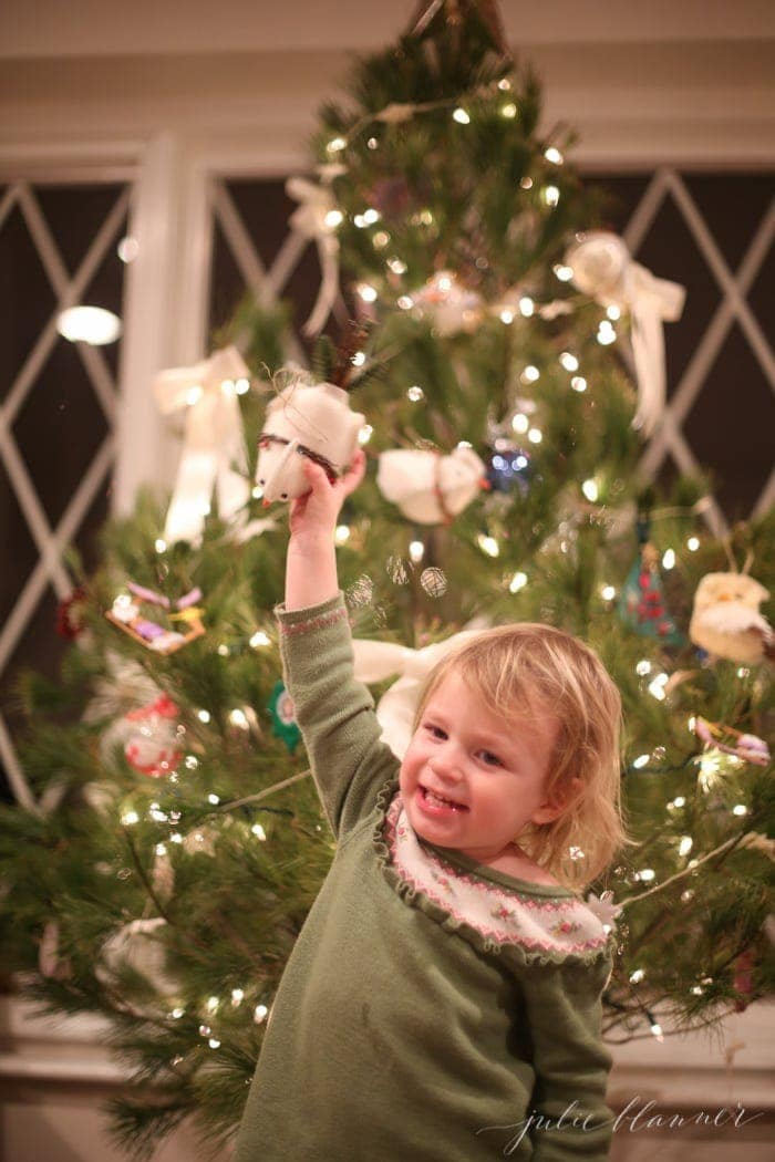 kids-decorating-christmas-trees