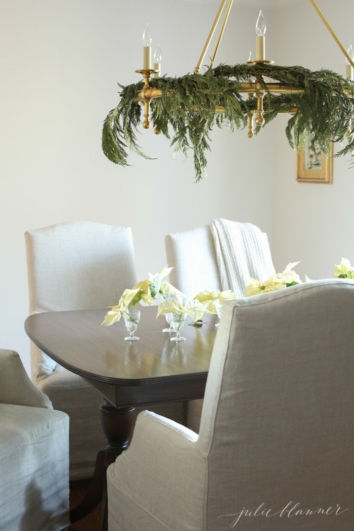 Neutral dining room decorations