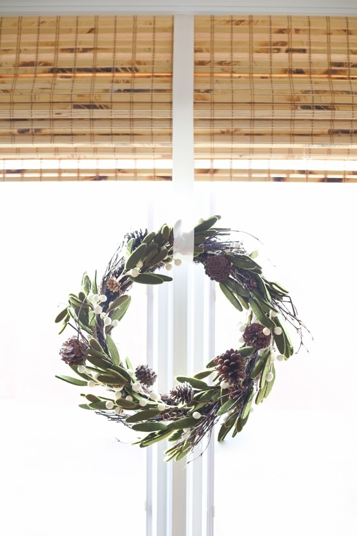 10 minute Christmas decorations - hang a wreath in a window