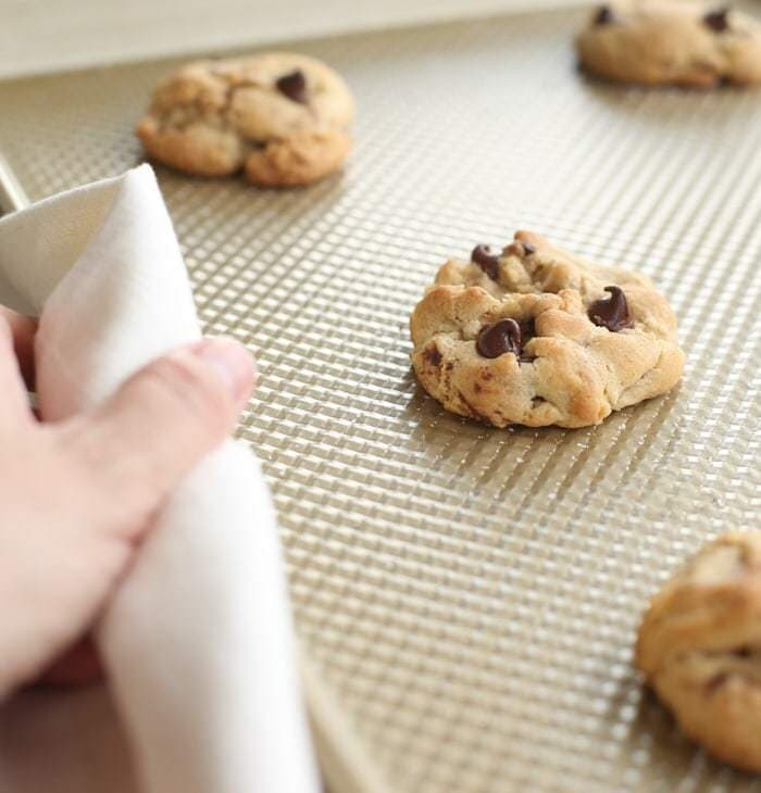 Bakery style chocolate chip cookie recipe - get the secrets to the best chocolate chip cookies