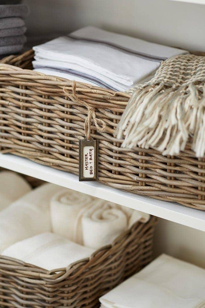 linen-closet-organization-2