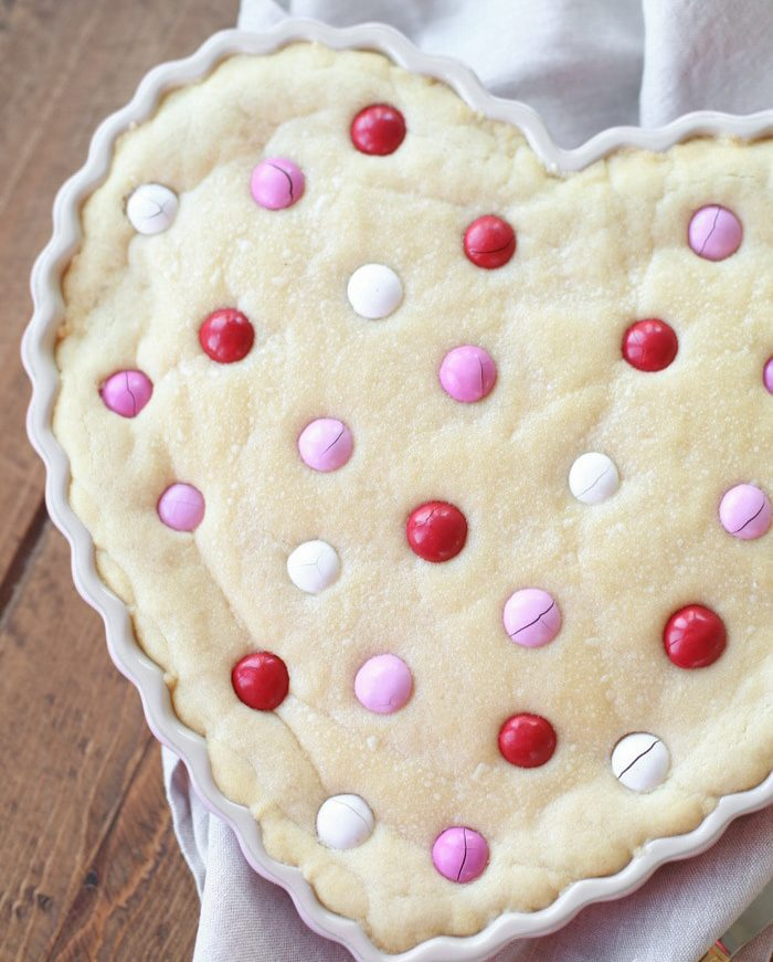 Thick and chewy sugar cookie cake recipe
