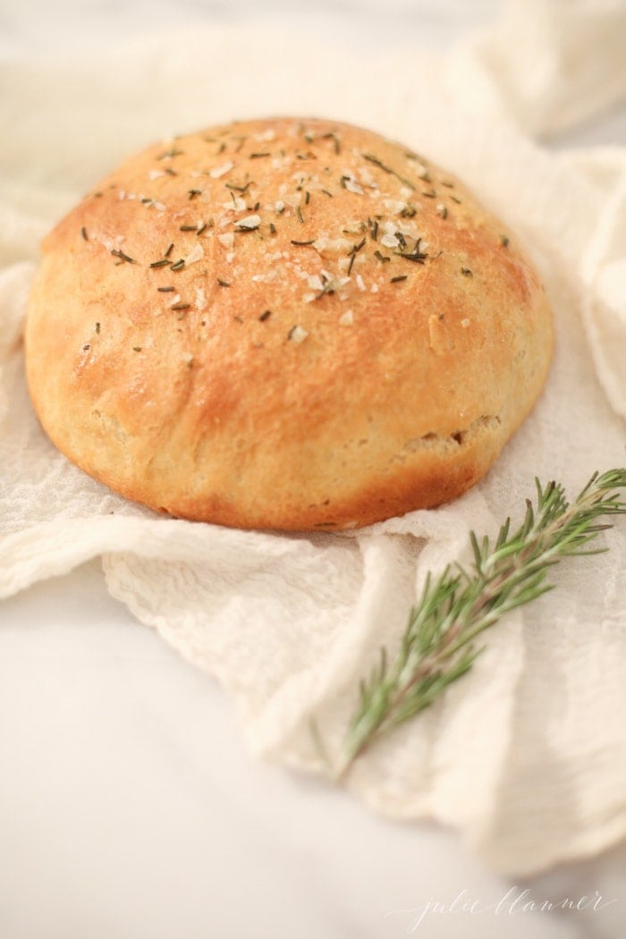 Foolproof homemade bread recipe - so easy and SO good!