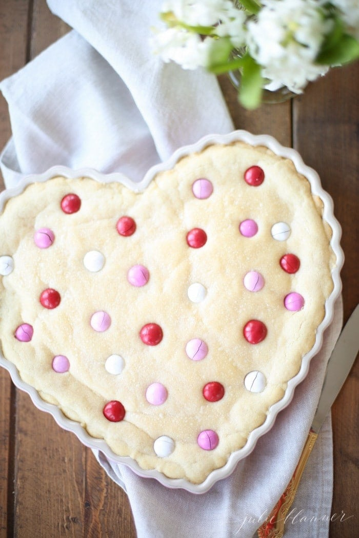 How to make a homemade sugar cookie cake