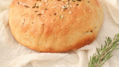 The best homemade bread recipe - so easy and SO good!