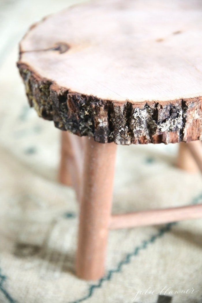 How to make a rustic bathroom stool in just a few minutes!