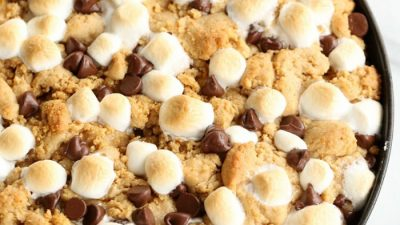peanut butter s'mores pie in a skillet - crazy good dessert recipe