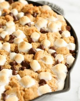 Entertaining recipe - s'mores pie with a peanut butter cookie crust