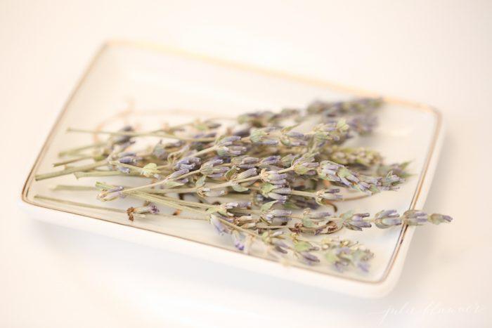 dried lavender bathroom decorating ideas