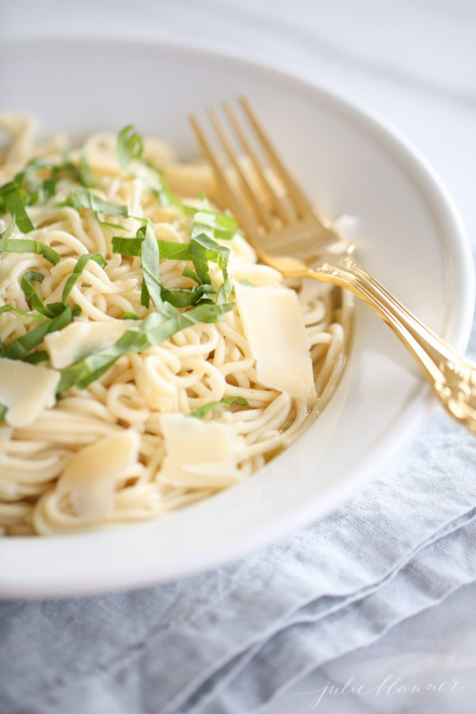 Easy basil lemon pasta recipe | a great weeknight dinner for spring and summer