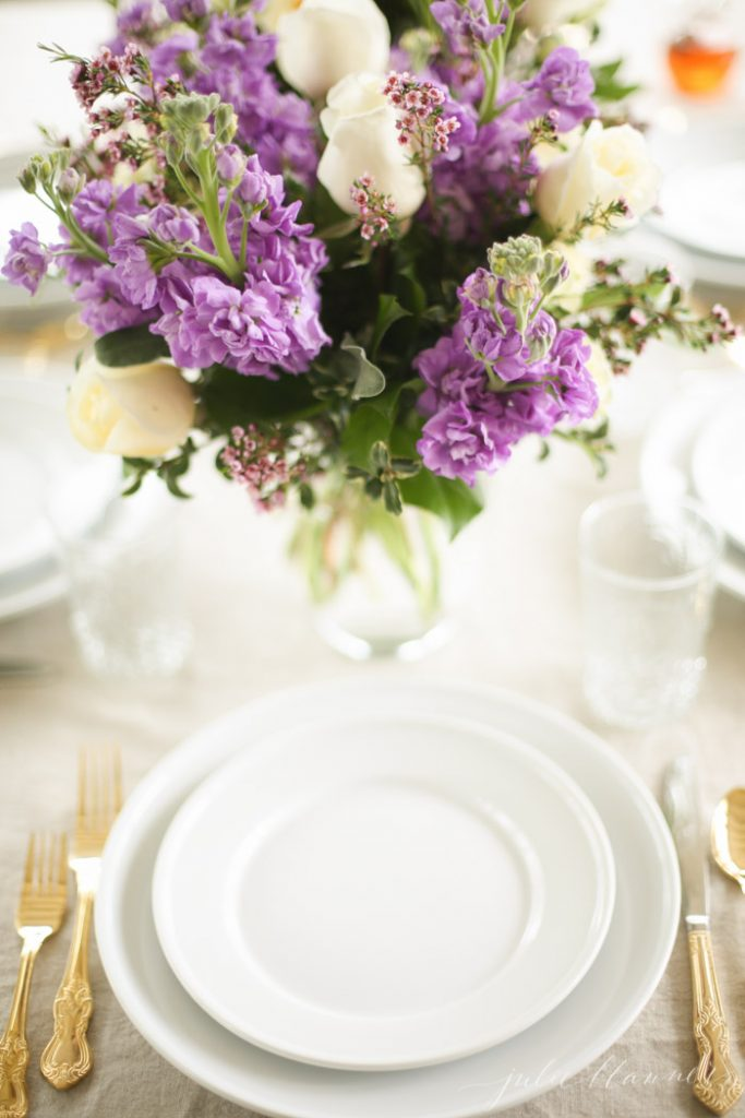 Setting the table for brunch, easy and beautiful table setting