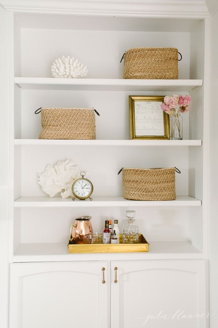 summer bookcase decorating / styling ideas