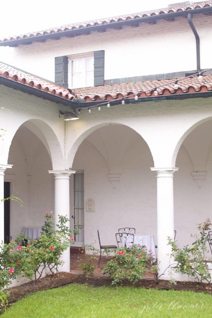 jekyll-courtyard-restaurant