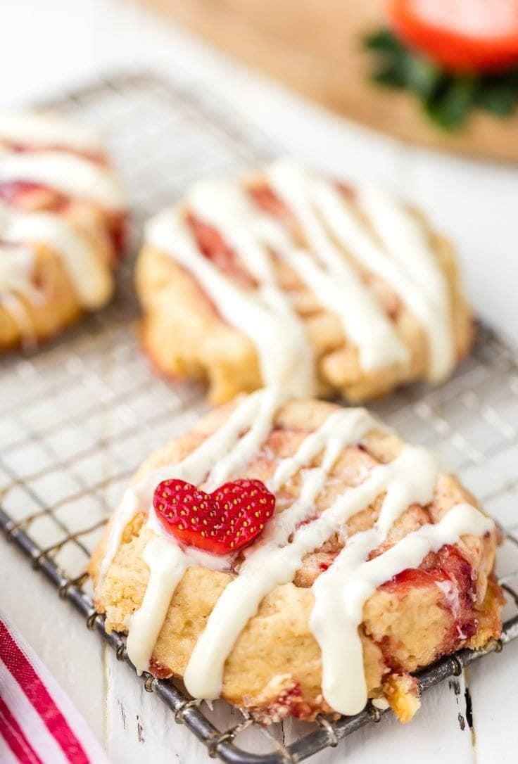 strawberry-cinnamon-roll-cookies-6-of-9