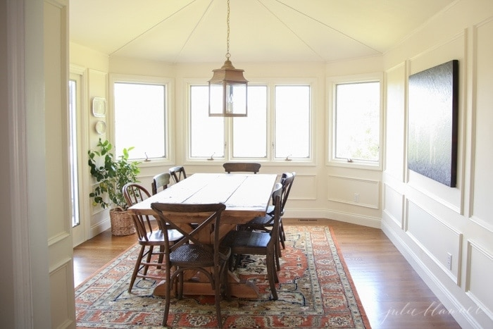traditional breakfast nook or casual dining room decorating ideas