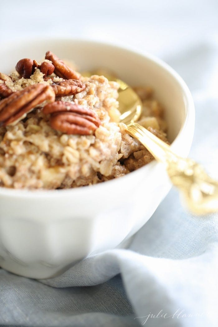 Apple Pie Oatmeal - the perfect healthy breakfast for fall