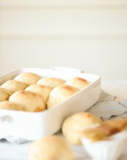 Easy peasy dinner rolls - impress your guests without the mess with this easy 30 minute dinner roll recipe