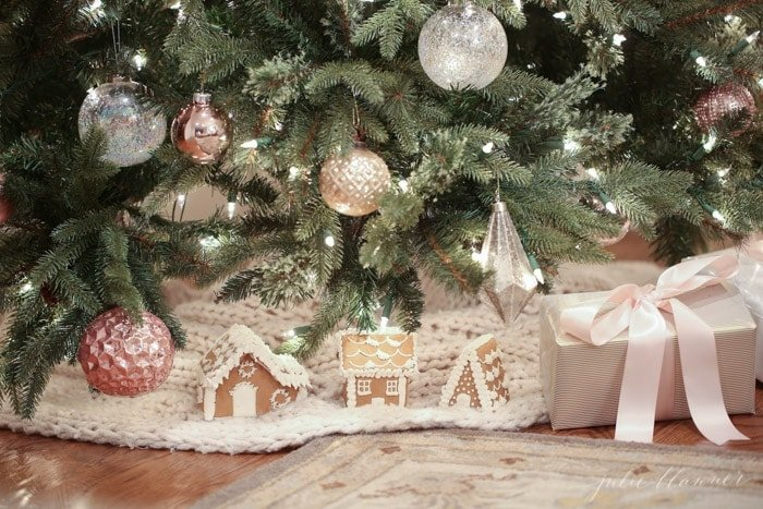 pretty in pink christmas decorating ideas - Nostalgic Christmas Decorations