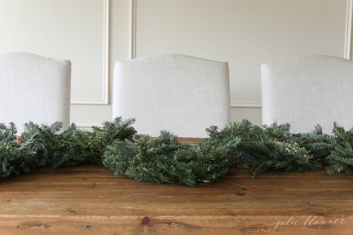 how to create a beautiful Christmas table setting in minutes