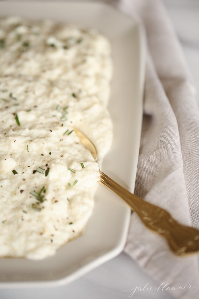 Easy, flavorful garlic mashed cauliflower - it's like mashed potatoes without the carbs!
