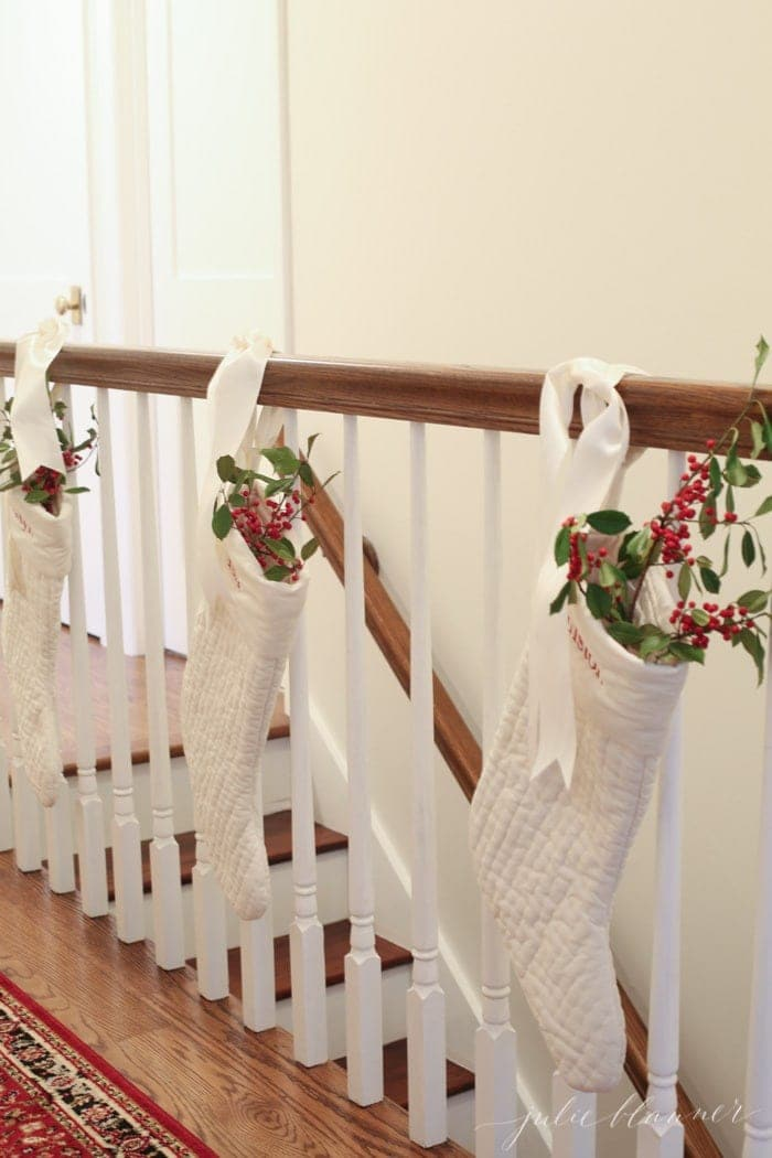 traditional red and green Christmas decorating ideas