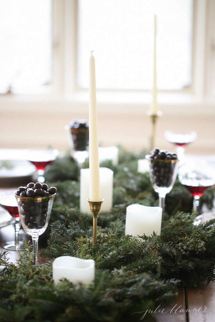 Simple holiday centerpiece and easy entertaining ideas - Simple christmas table settings ...