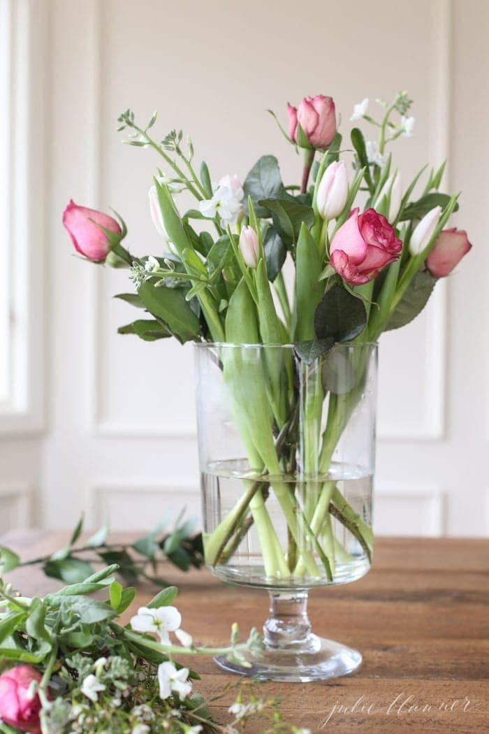 easy Valentine's Day flower arrangement