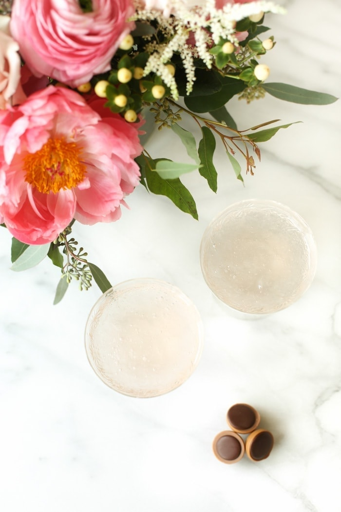 easy 2 ingredient rosé slushy recipe | brunch drink