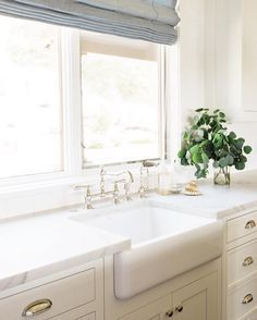fireclay farmhouse sink with apron front