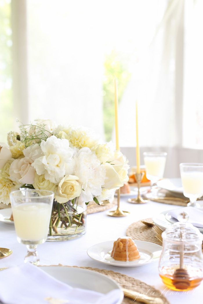 Simple summer party ideas with effortless recipes and tips for stress free entertaining. A perfect summer party guide to wow your guests with little effort.