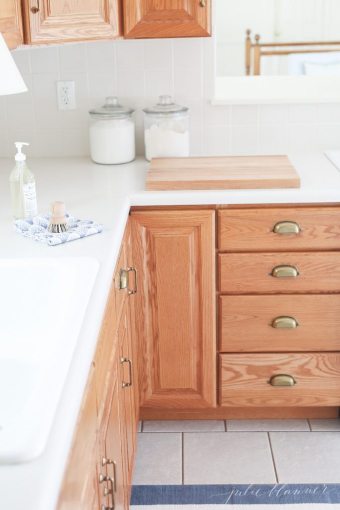 Updating A Kitchen With Oak Cabinets