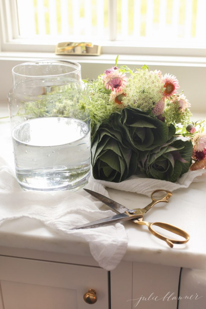 a step by step tutorial to create a wildflower arrangement