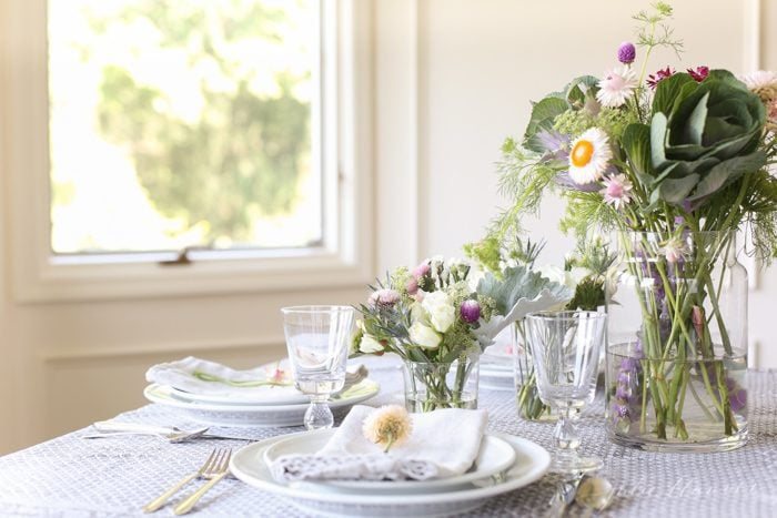 how to decorate a long table and make it feel full