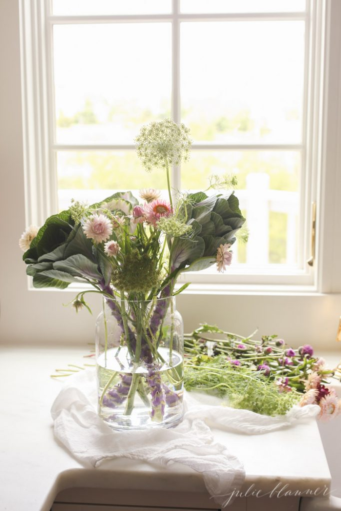 tips to create a beautiful wildflower centerpiece