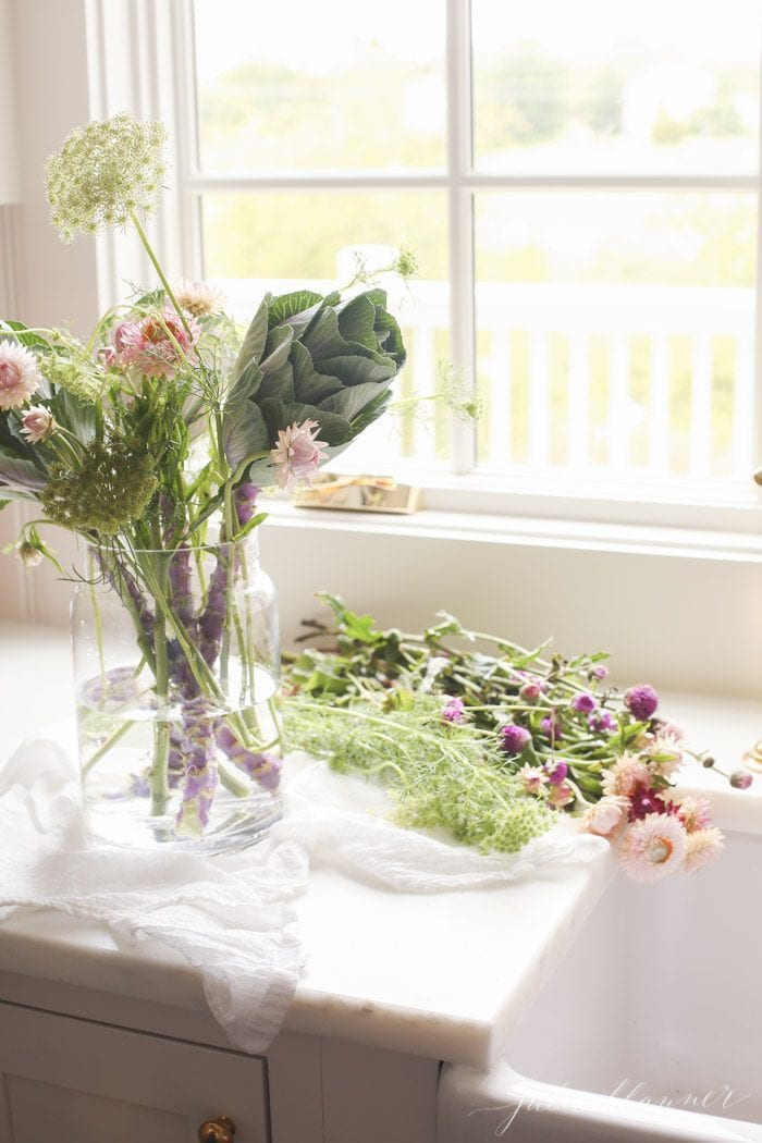 how to arrange wildflowers for a fall table setting