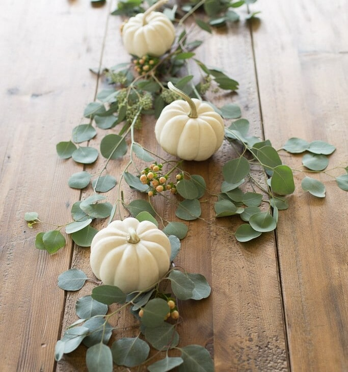 5 minute fall centerpiece for Thanksgiving entertaining
