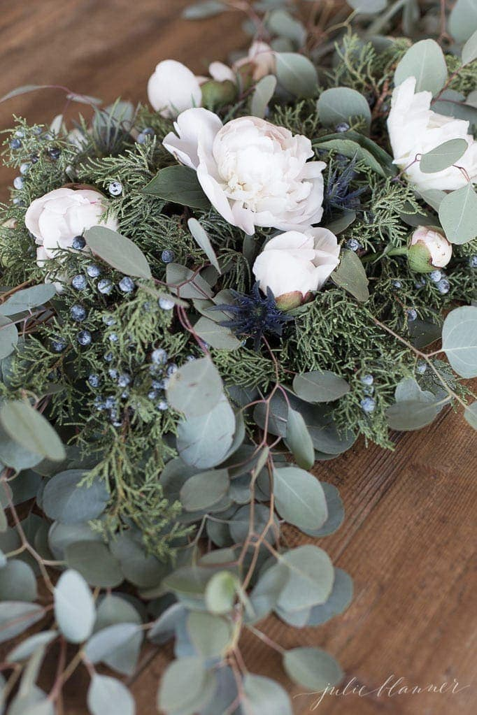 winter flowers | a simple centerpiece tutorial for non traditional Christmas colors