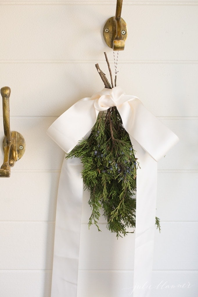 farmhouse Christmas decorating ideas with a diy swag